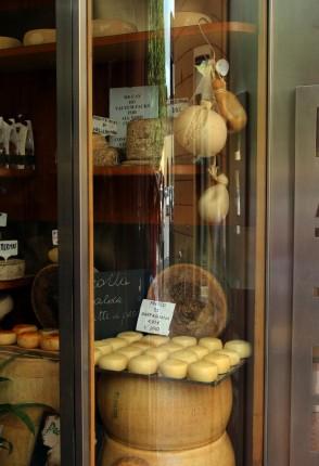 cheese storeBright_1858