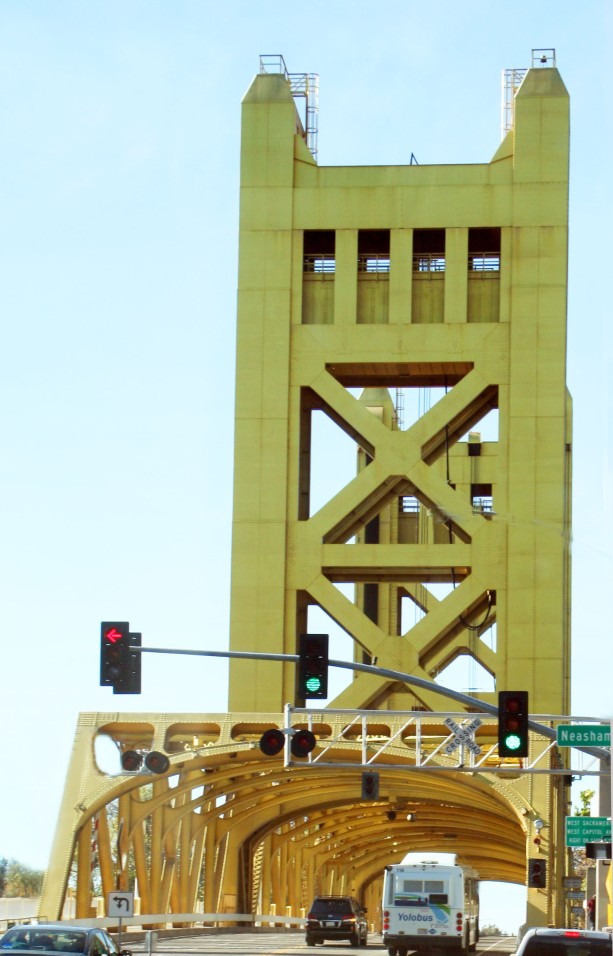 Sacramento2Bridge Pillar_2764